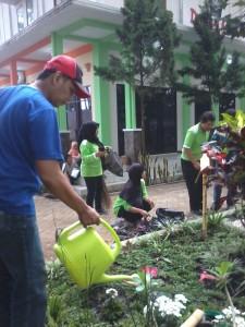 Menyirami tanaman